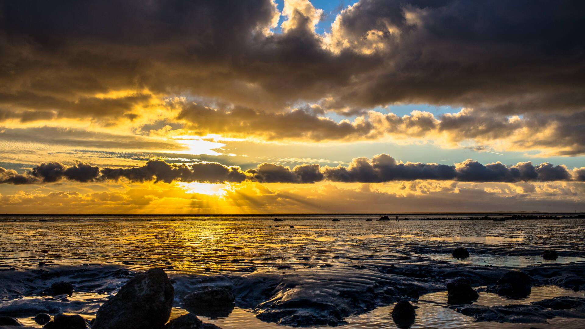 Coucher de soleil sur l'estuaire de la Charente ©Images&Emotion