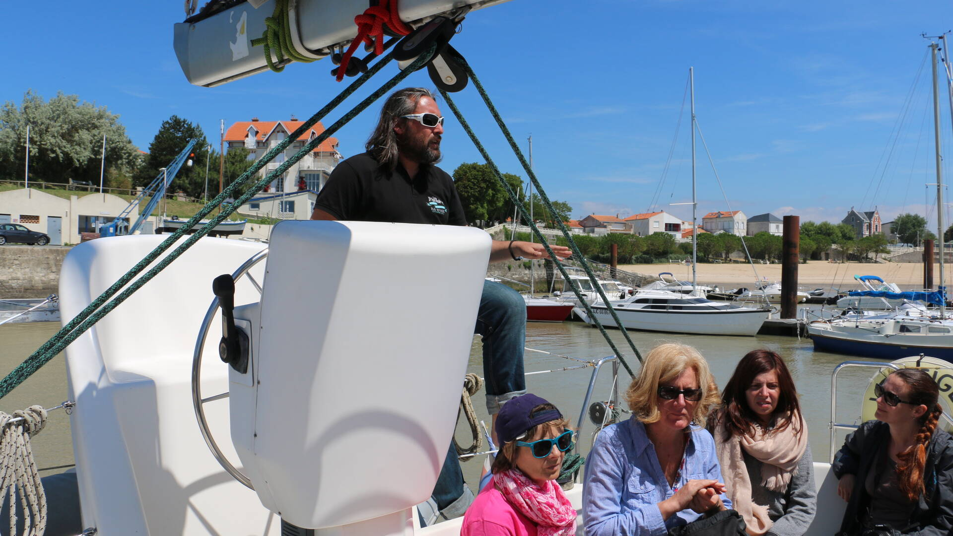 Accueil par Frédéric sur le catamaran Vertige à Fouras