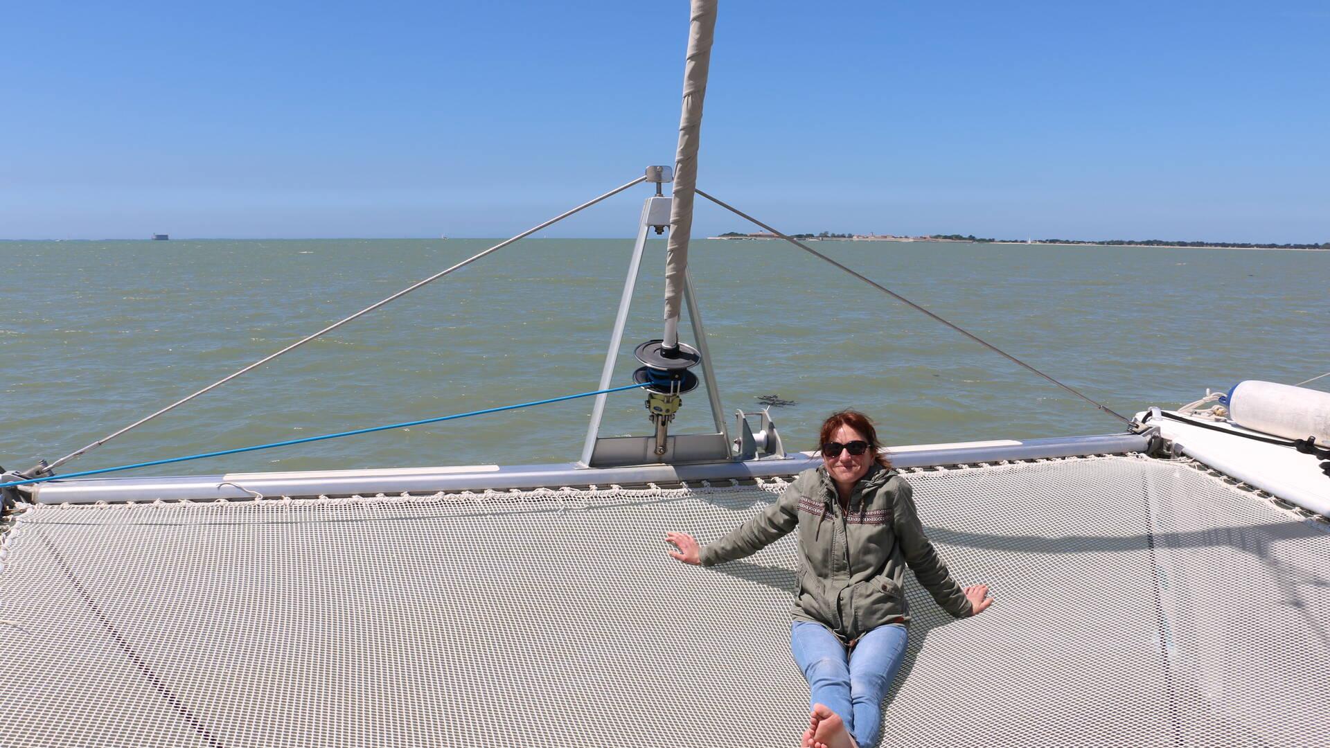 Sur le trampoline du catamaran Vertige