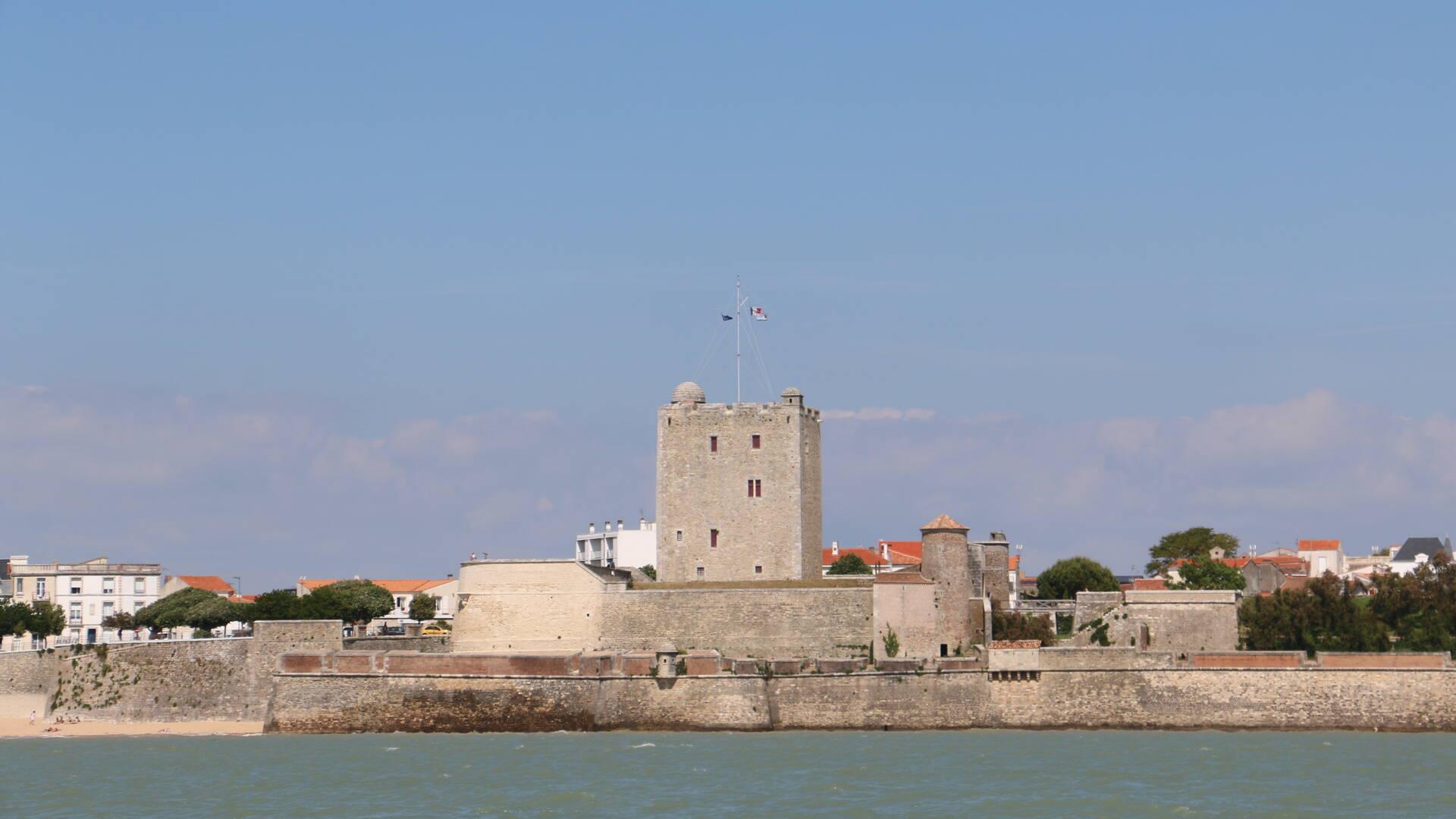 Vue sur Fouras et son fort Vauban