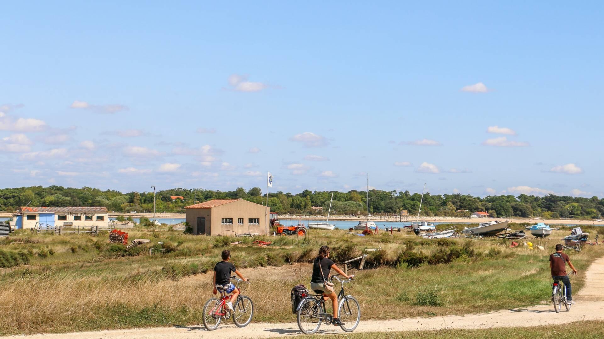A vélo sur l'île d'Aix © J.Paulet