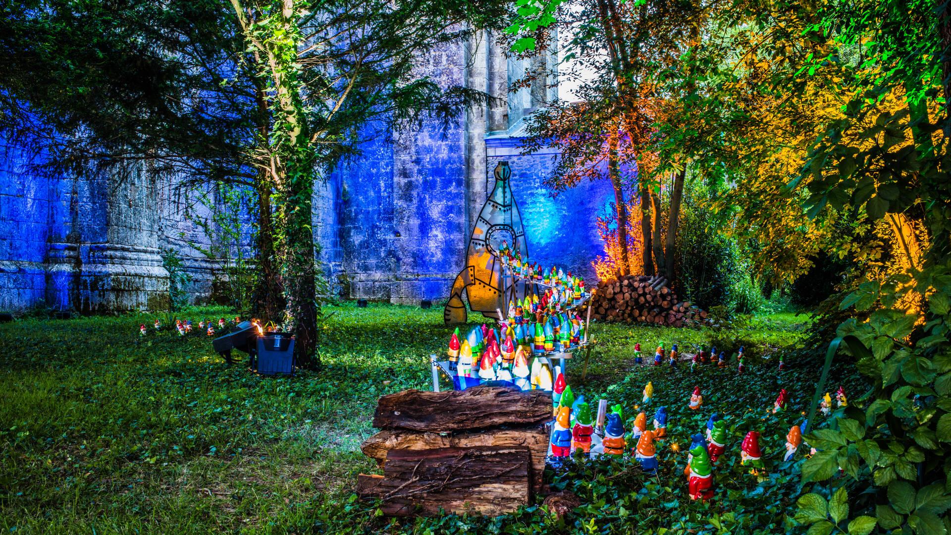Illuminations extérieures pendant les fêtes ©Images&Emotions