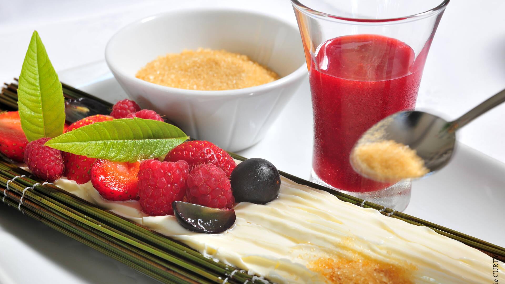 La jonchée peut s'accompagner de fruits frais, de sucre ou de confitures © Sylvie Curty