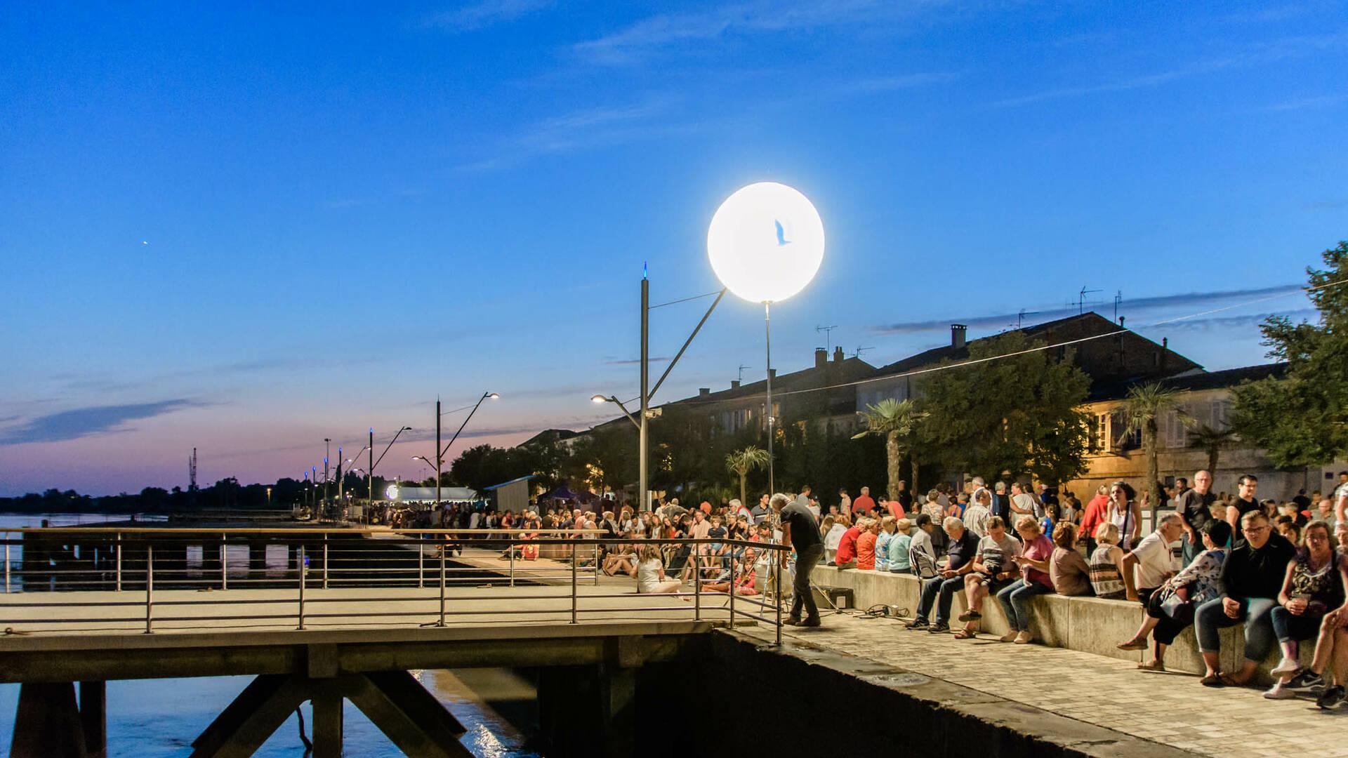 Spectacles et concerts pour Tonnay fête sa Charente le week-end du 14 juillet © L.Pétillon