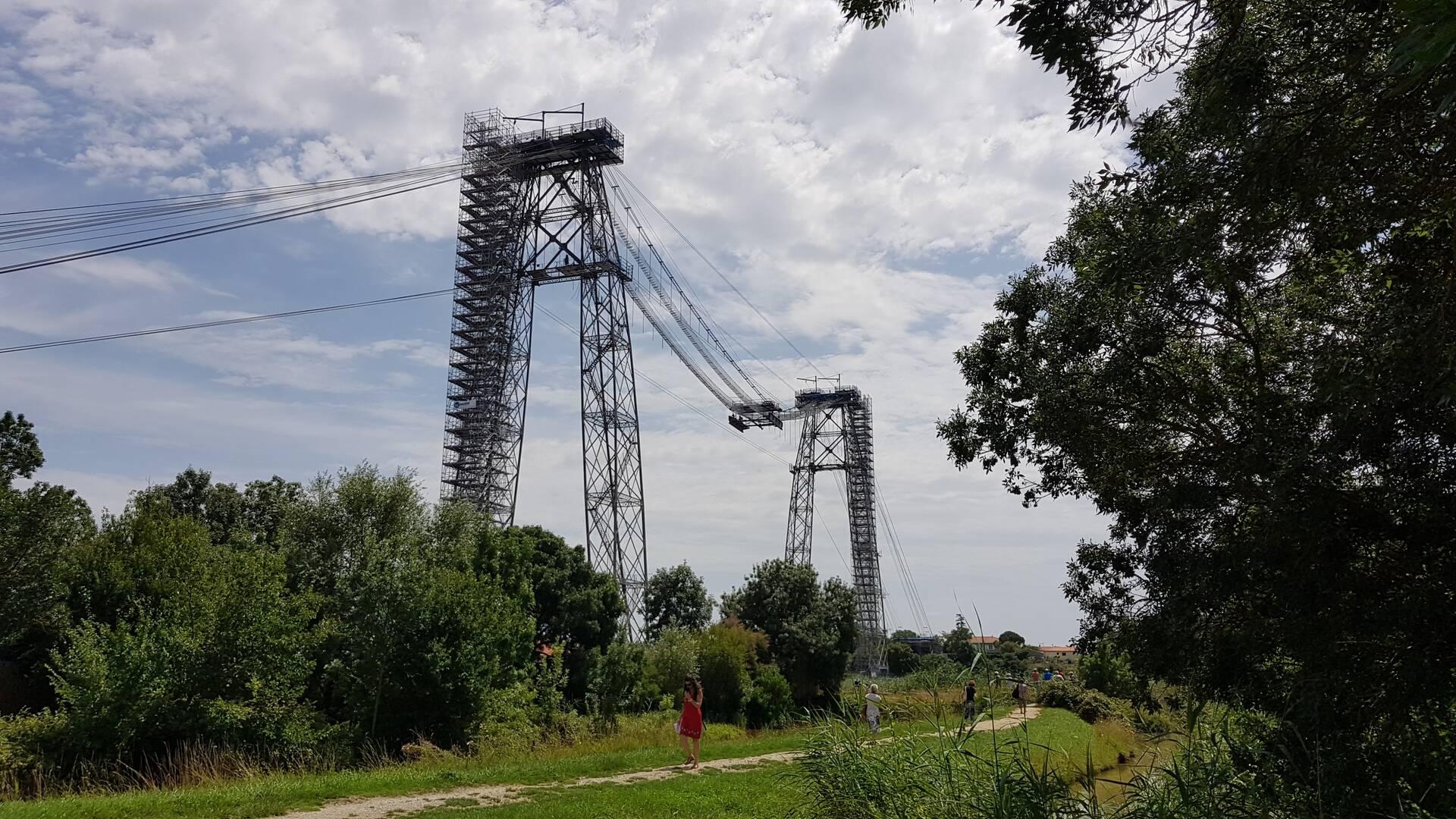 Chemin le long de la Charente au pied du pont transbordeur, côté Rochefort ©OTRO
