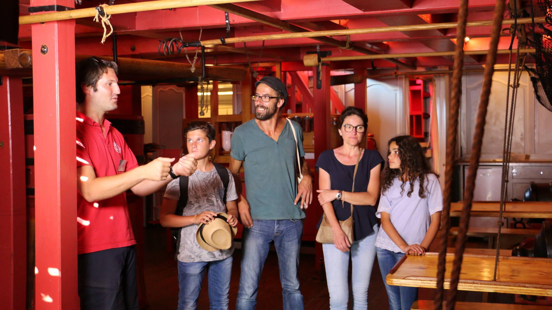 Tournage d'une visite guidée sur l'Hermione © Steven Boutin Office de Tourisme Rochefort Océan