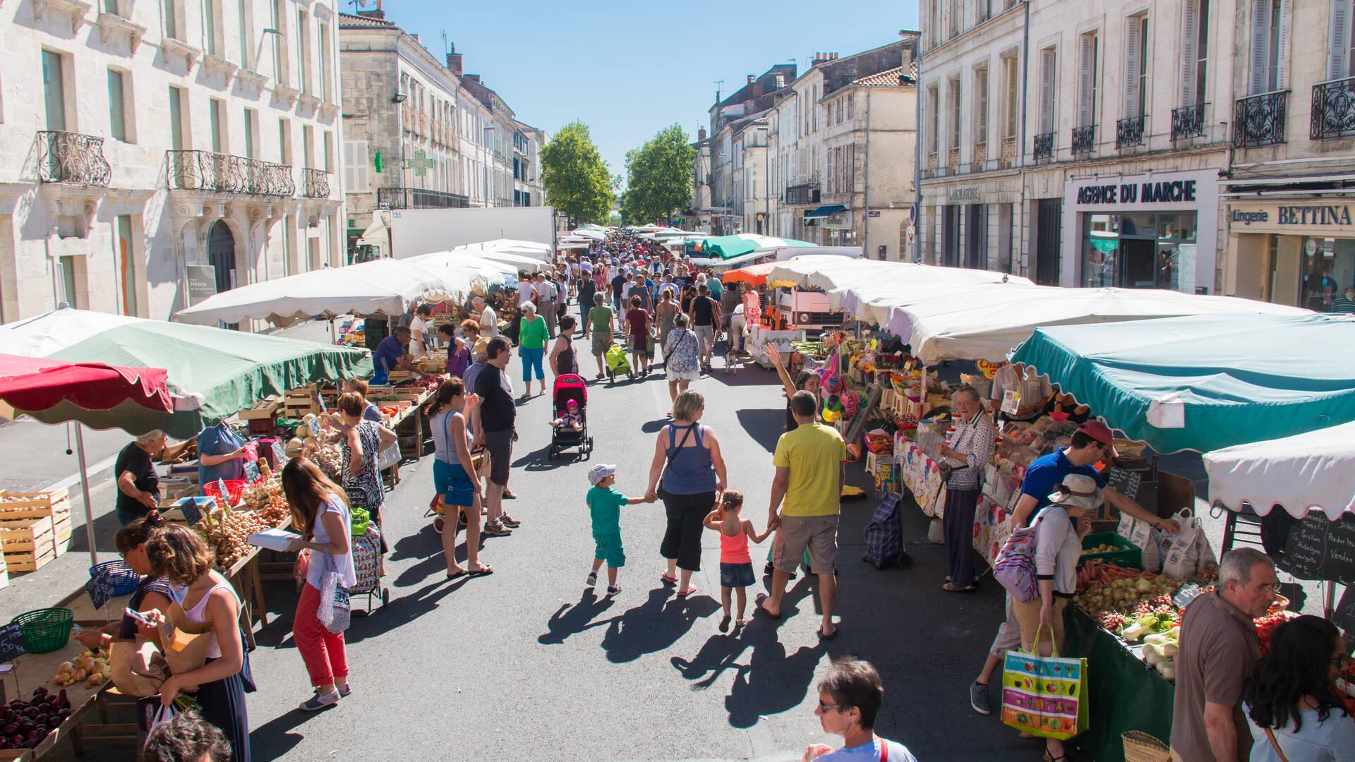 Le marché des quatre saisons à Rochefort, Rochefort Océan