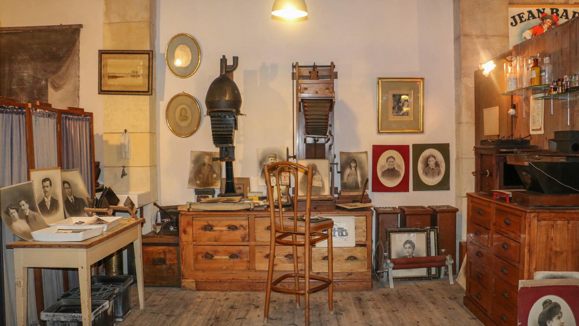 Souriez, vous êtes chez le photographe du Musée des Commerces d'Autrefois à Rochefort - © Office de Tourisme Rochefort Océan