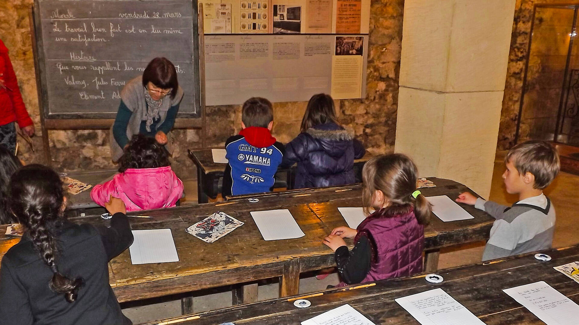 Participez en famille à la dictée à l'ancienne au Musée des Commerces d'autrefois à Rochefort - © Office de tourisme Rochefort Océan