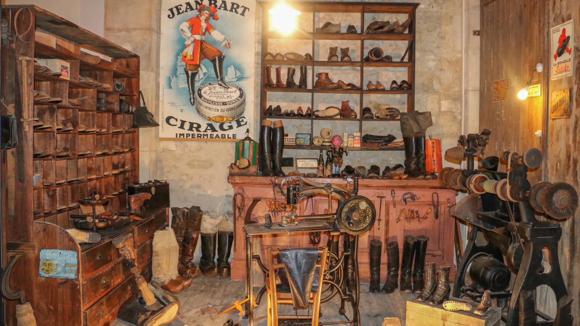 Bienvenue chez le cordonnier au Musée des Commerces d'Autrefois à Rochefort - © Office de Tourisme Rochefort Océan