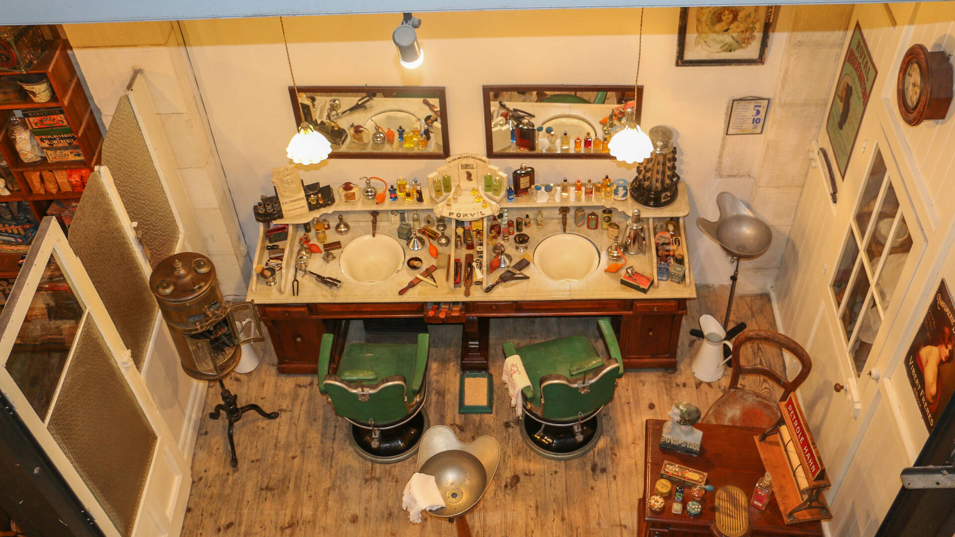 Le salon de coiffure du Musée des Commerces d'Autrefois à Rochefort - © Office de Tourisme Rochefort Océan