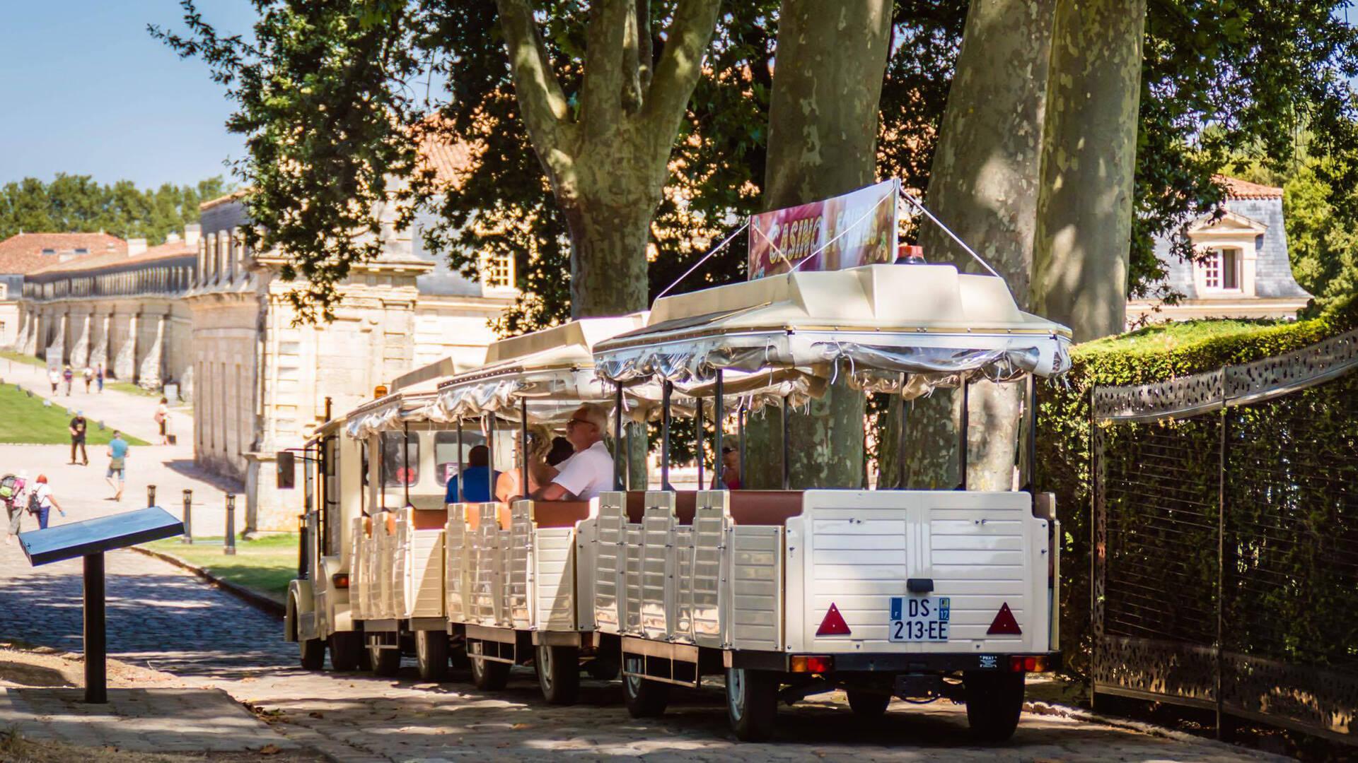 Le Petit train de Rochefort © L.Pétillon