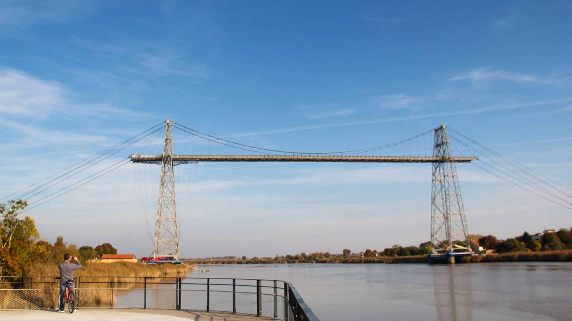 At the foot of the Transporter bridge©Office de Tourisme