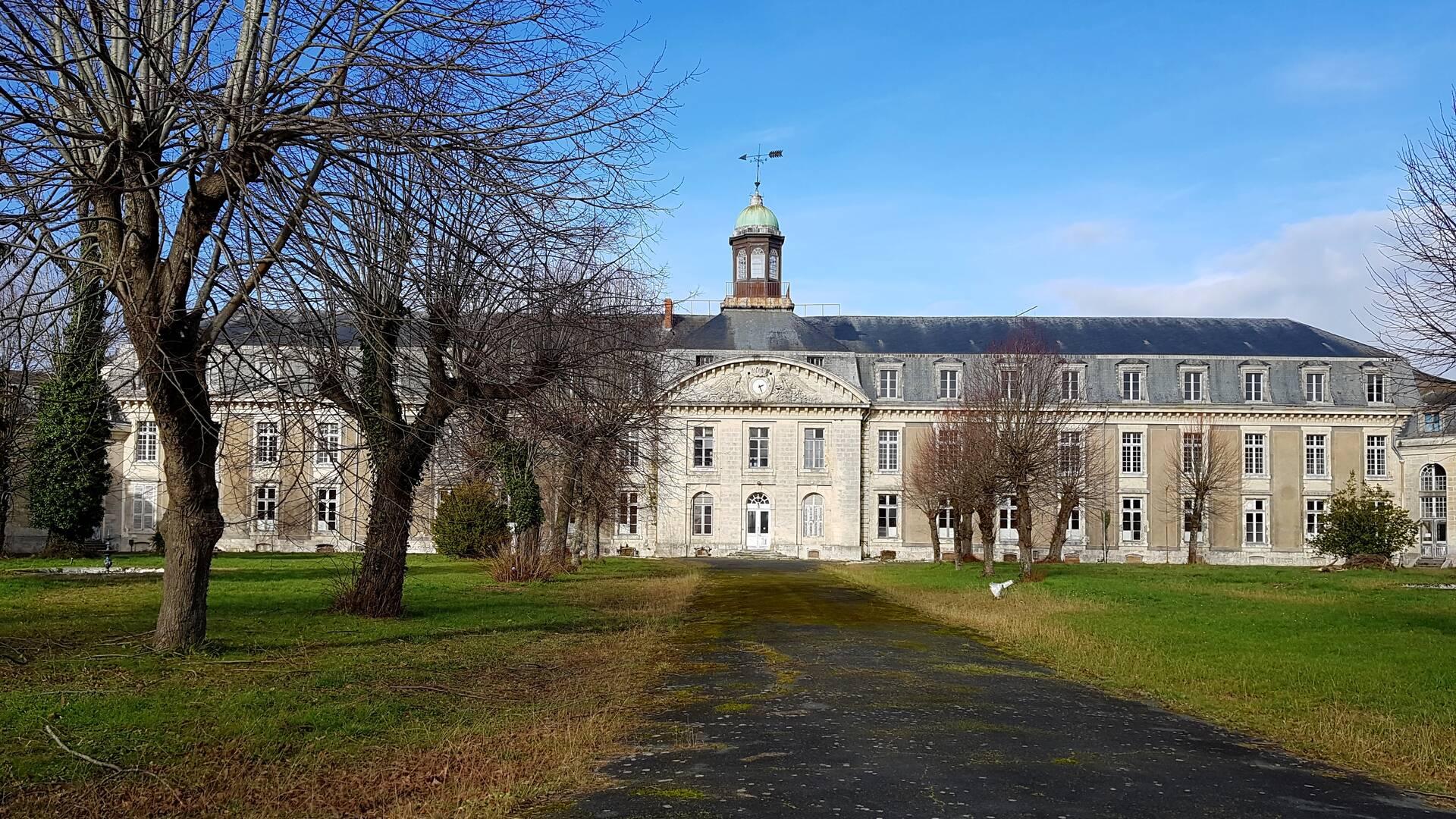 La façade de l'Hôpital, côté cours d'Ablois