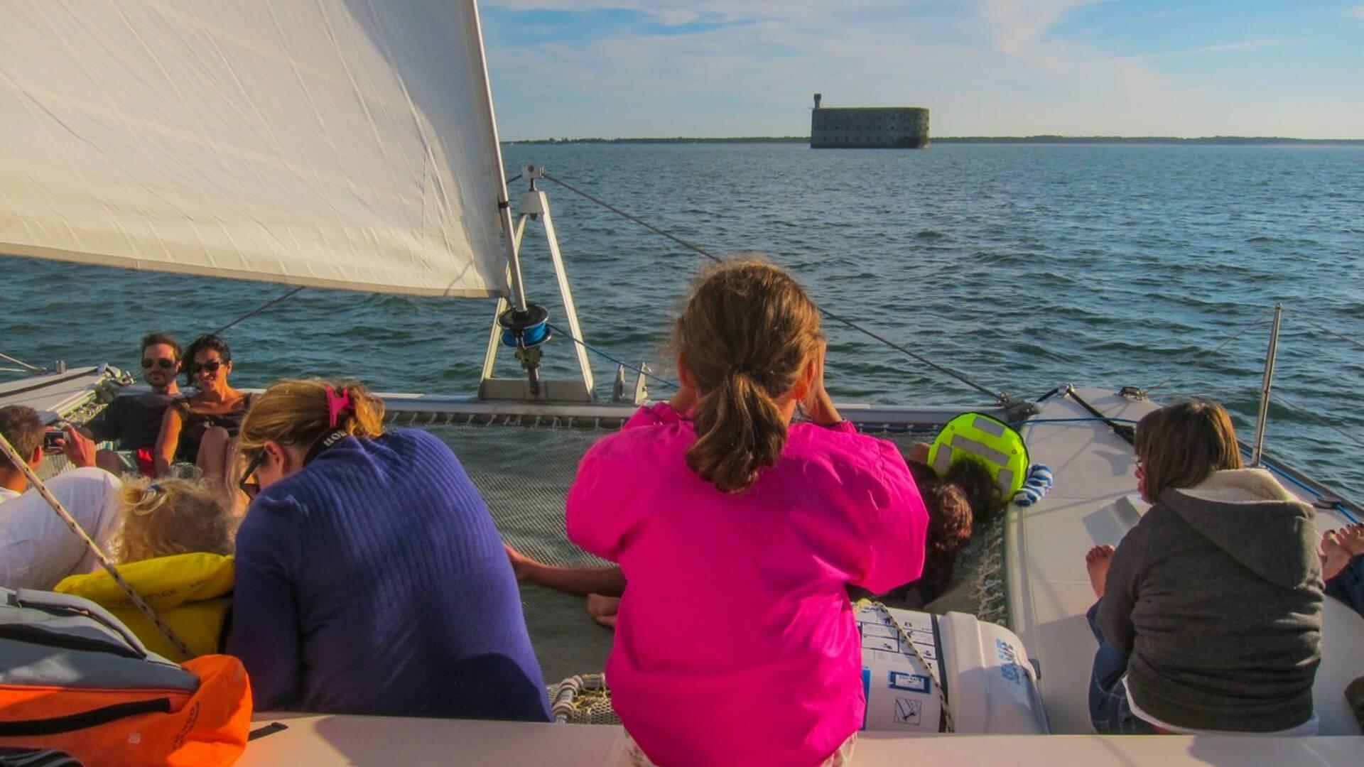 Faire le tour du Fort Boyard en catamaran avec Boyard Croisière © boyard croisière