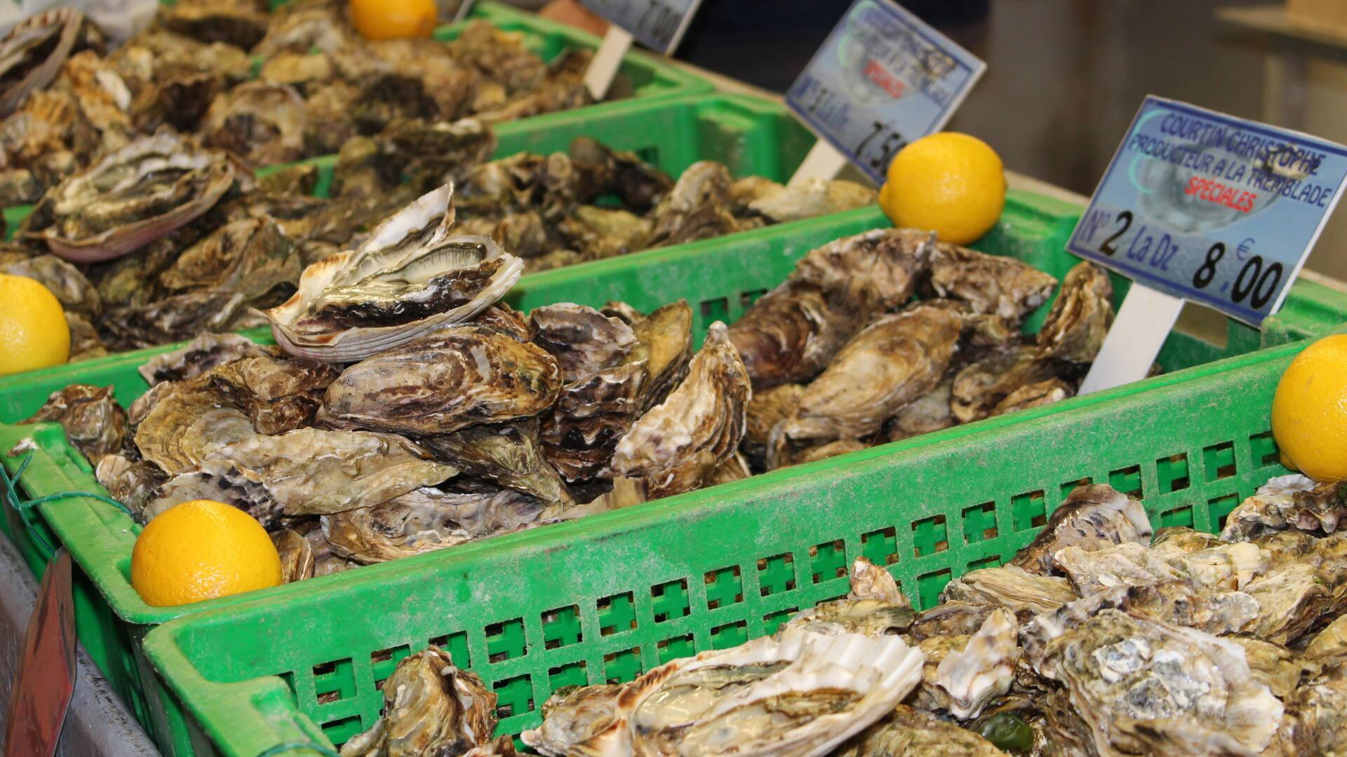 Le marché couvert de Rochefort, les halles, Rochefort Océan