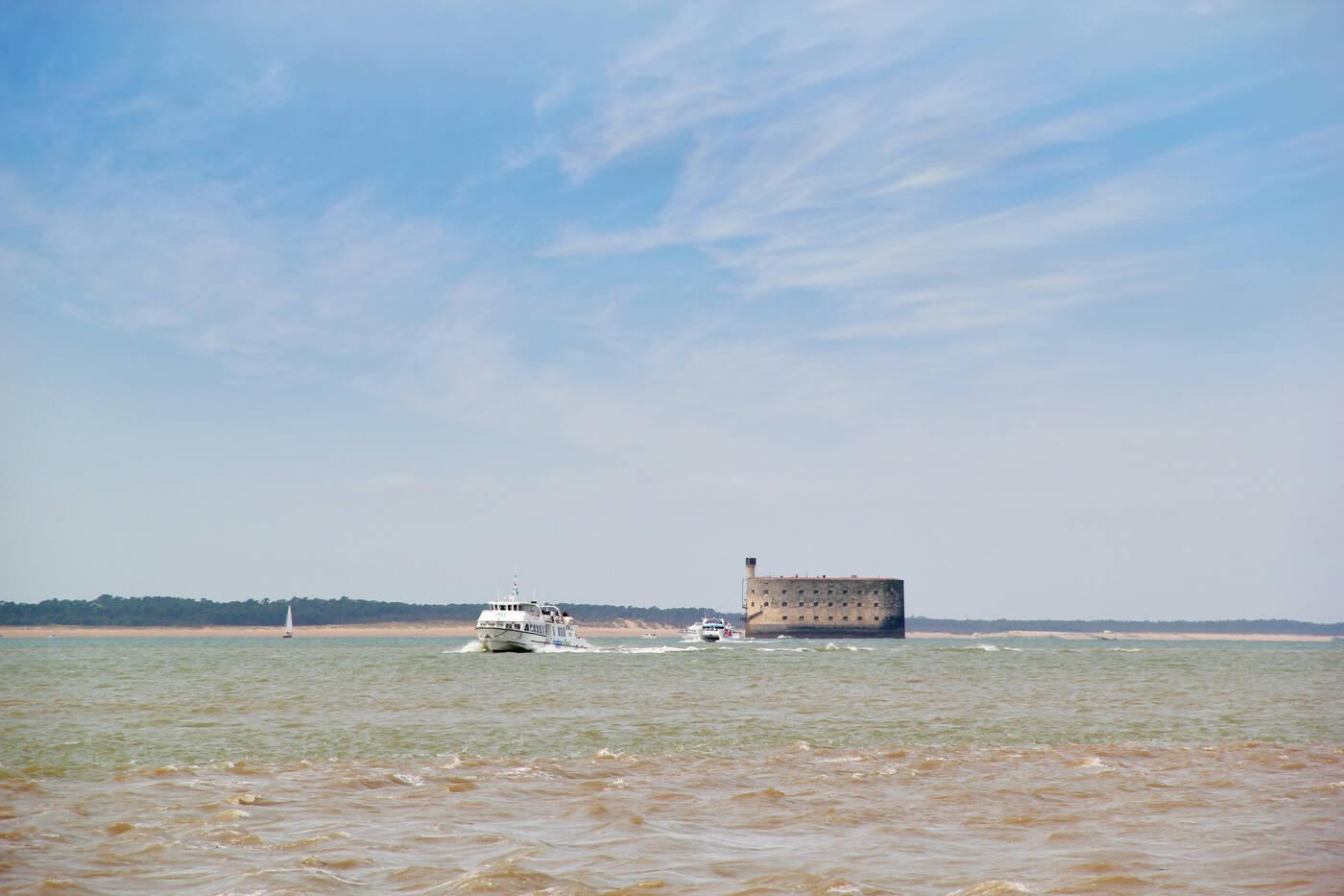 Le tour du fort boyard en bateau rochefort oc an office de tourisme de rochefort oc an - Office du tourisme rochefort sur mer ...