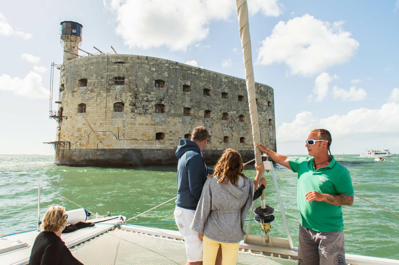 Le tour du fort boyard en bateau rochefort oc an office de tourisme de rochefort oc an - Office du tourisme de rochefort ...