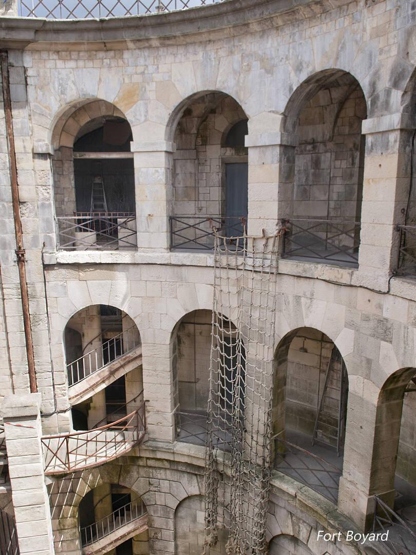 Découvrez l\'histoire du Fort Boyard, situé à Rochefort Océan ...