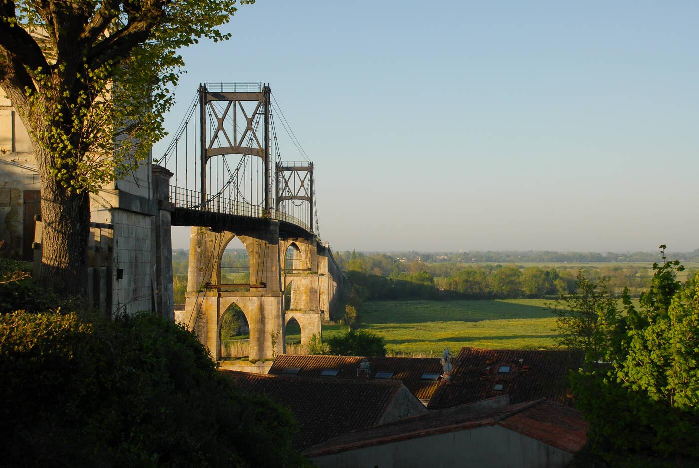 Tonnay charente halte fluviale office de tourisme de - Piscine de tonnay charente ...