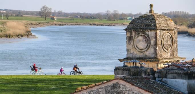 Découvrez les rives de Charente à vélo - © OT Rochefort Océan
