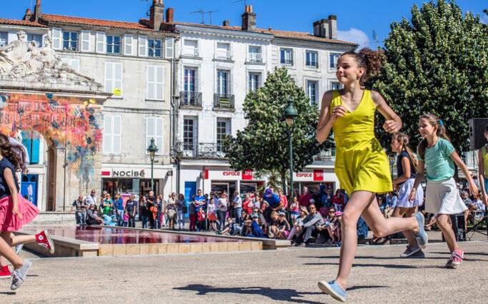 """""""Les Demoiselles continuent d'enchanter Rochefort"""" - La Croix"""