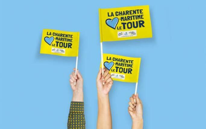 Drapeaux supporters Tour de France à Rochefort