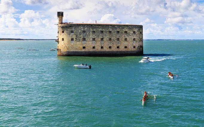 https://www.rochefort-ocean.com/sites/rochefort-ocean-tourisme/files/styles/laptop_rectangle/public/visuelpage/rochefort-ocean-fort-boyardokcjhouvey.jpg?itok=gIbx8sP4