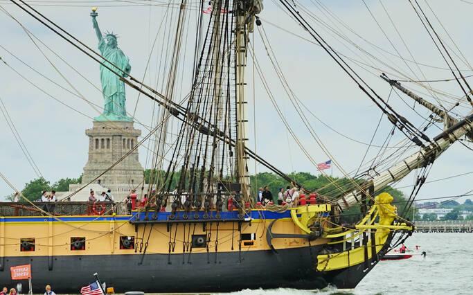 https://www.rochefort-ocean.com/sites/rochefort-ocean-tourisme/files/styles/laptop_rectangle/public/visuelpage/rochefort-ocean-rochefort-hermione-new-york-statue-liberte.jpg?itok=_jwnxeL4
