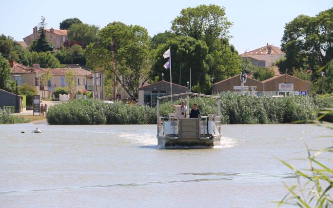 Shuttles on the Charente river