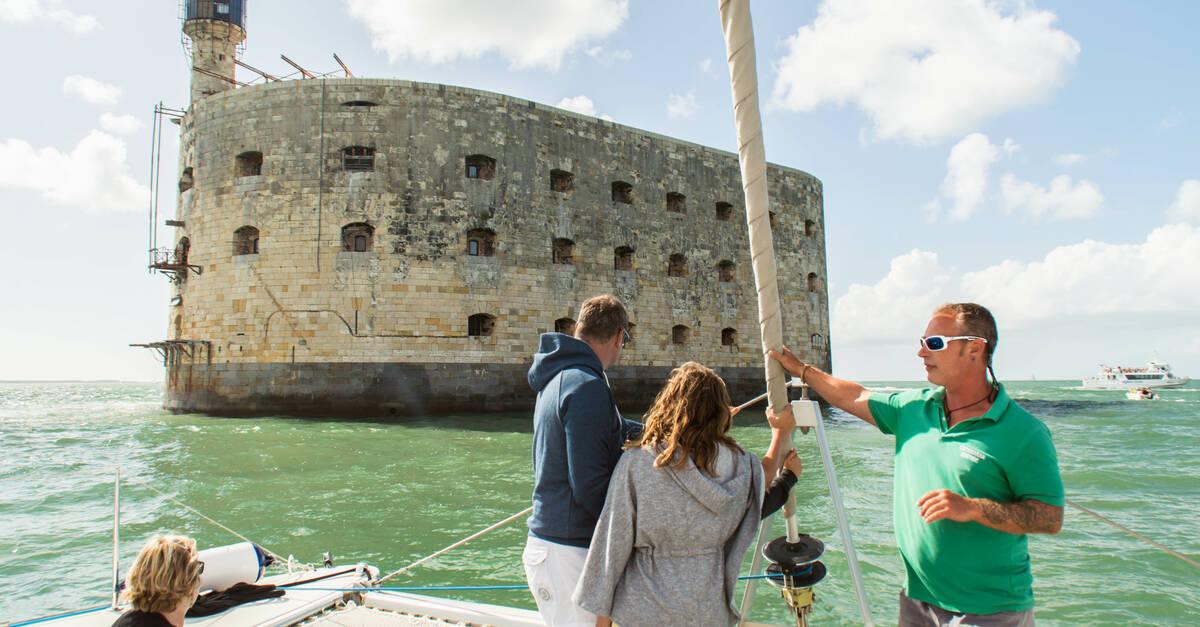 Le tour du fort boyard en bateau rochefort oc an - Office de tourisme d aix en provence ...
