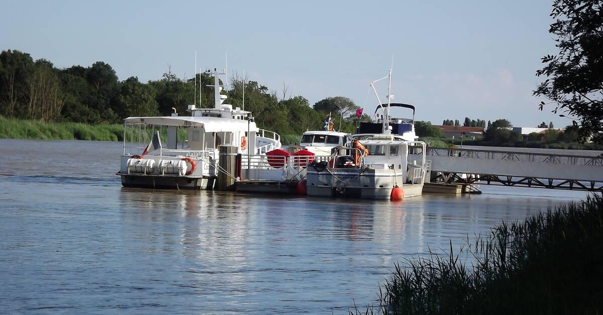 Bateau passeur l 39 arnodin office de tourisme de rochefort oc an vacances rochefort fouras - Office du tourisme rochefort sur mer ...