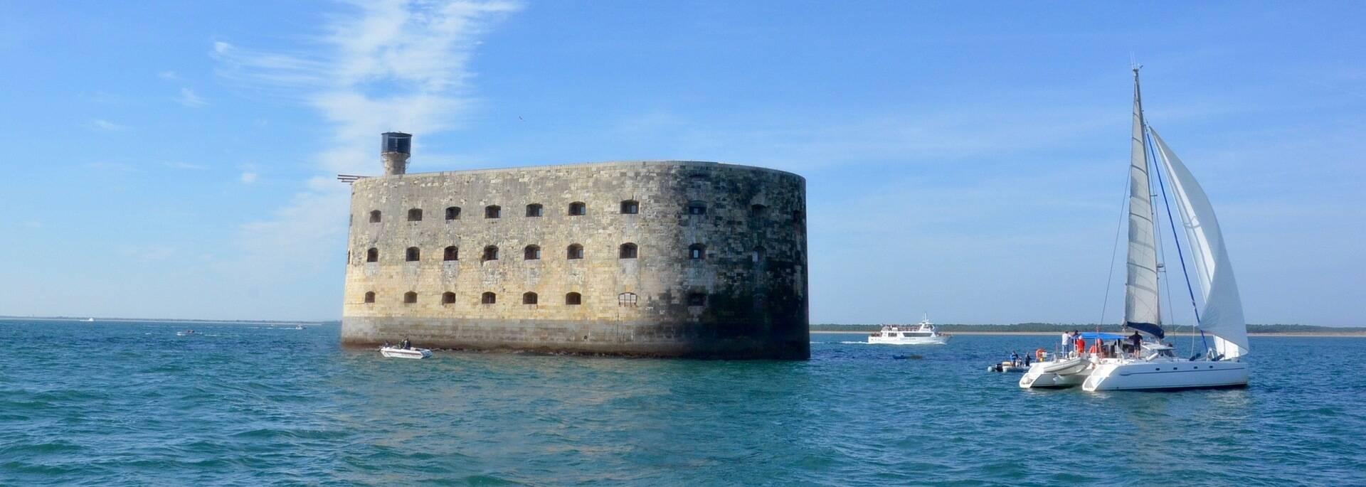 Le Fort Boyard attire tous les navigateurs - © Samuel Courtois