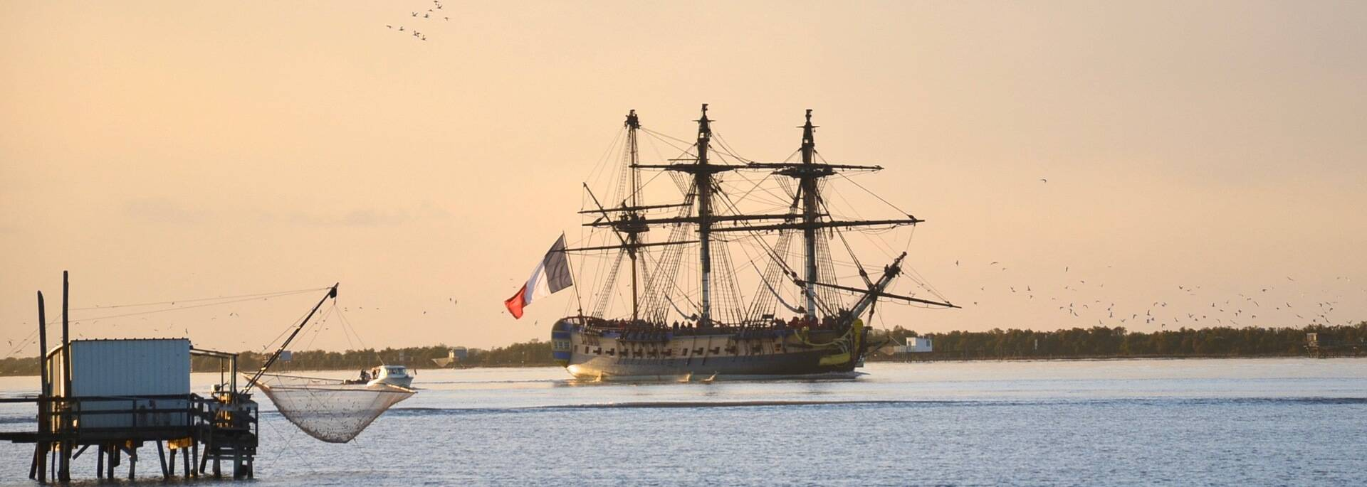 The frigate Hermione at the estuary of the Charente river - © Samuel Courtois