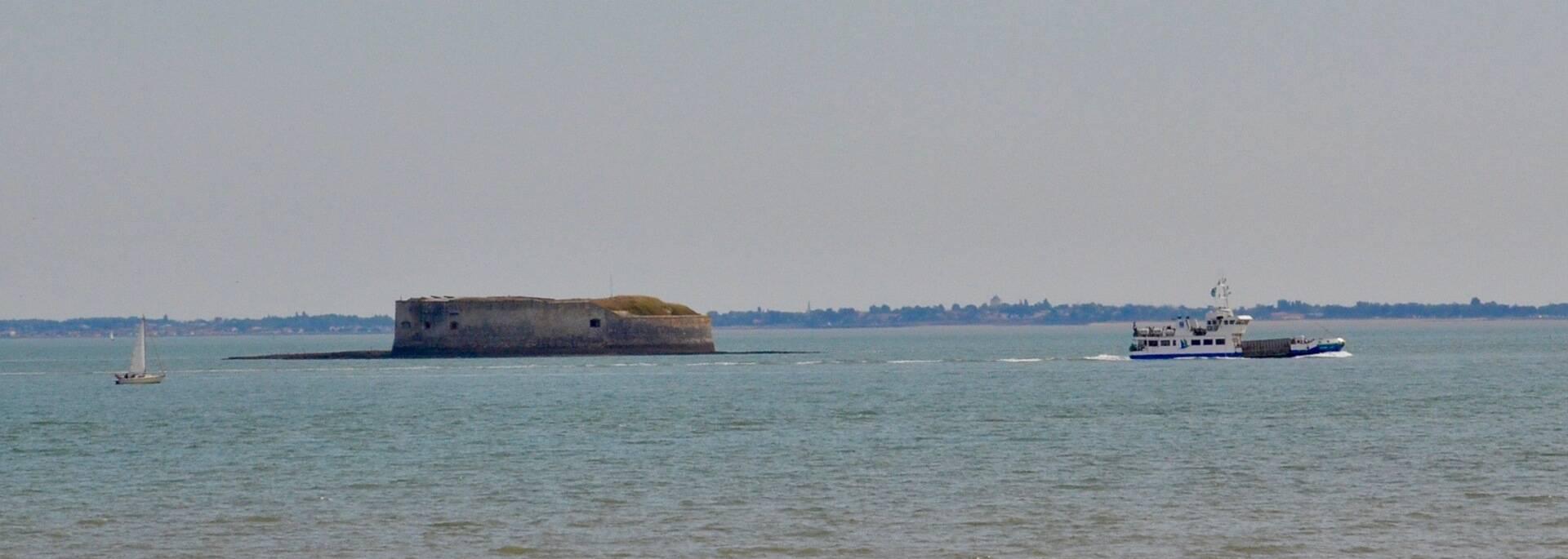 Ferry boat of Aix Island near Fort Enet - © Samuel Courtois