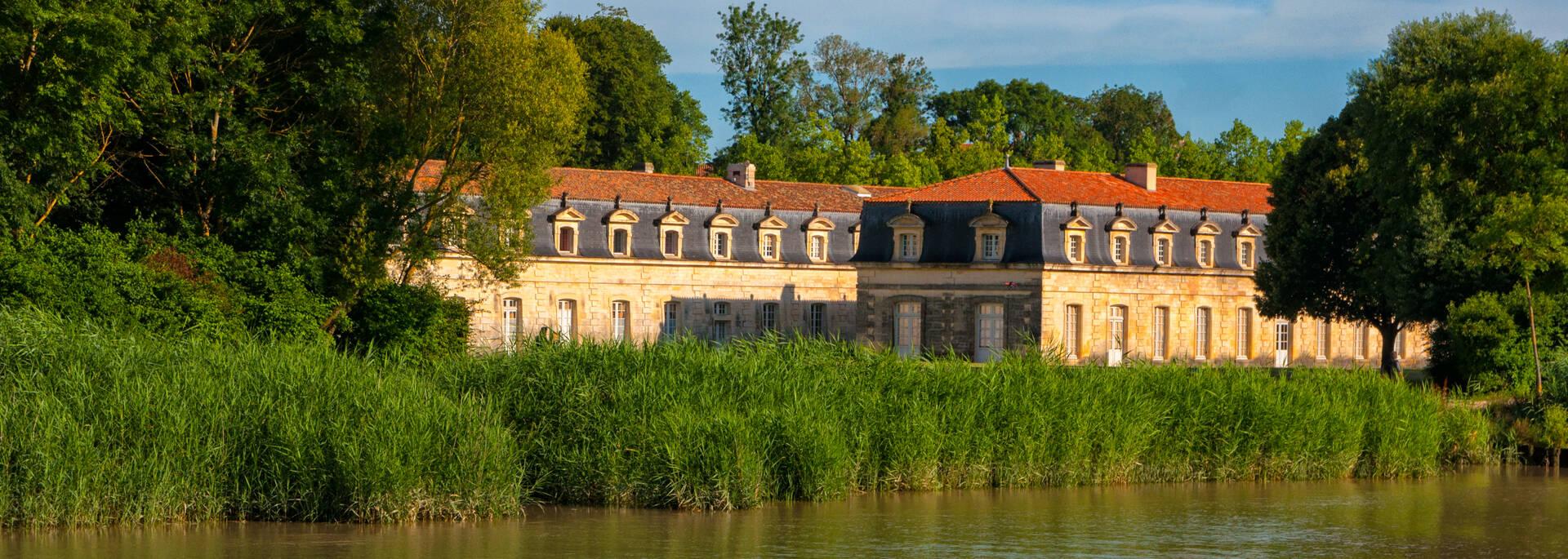 La Corderie Royale de Rochefort dans son décor Grand Site Estuaire de la Charente - © Vincent Edwell