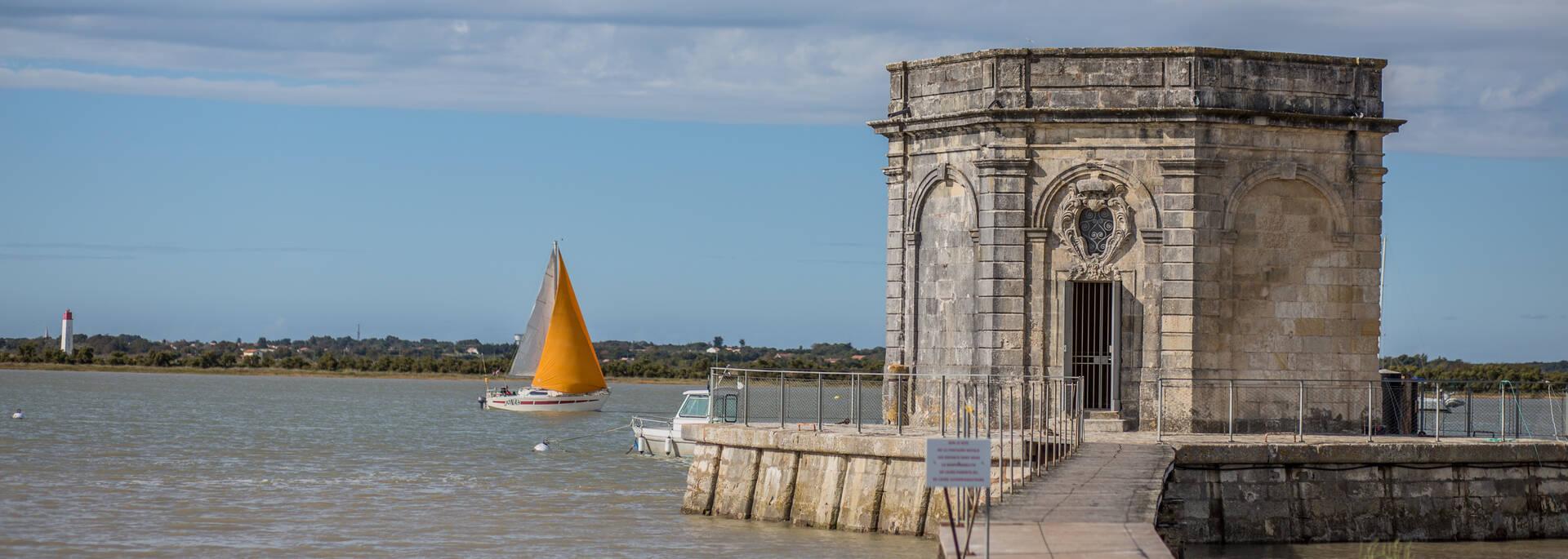 La fontaine Lupin à St Nazaire sur Charente - © Images & Émotion