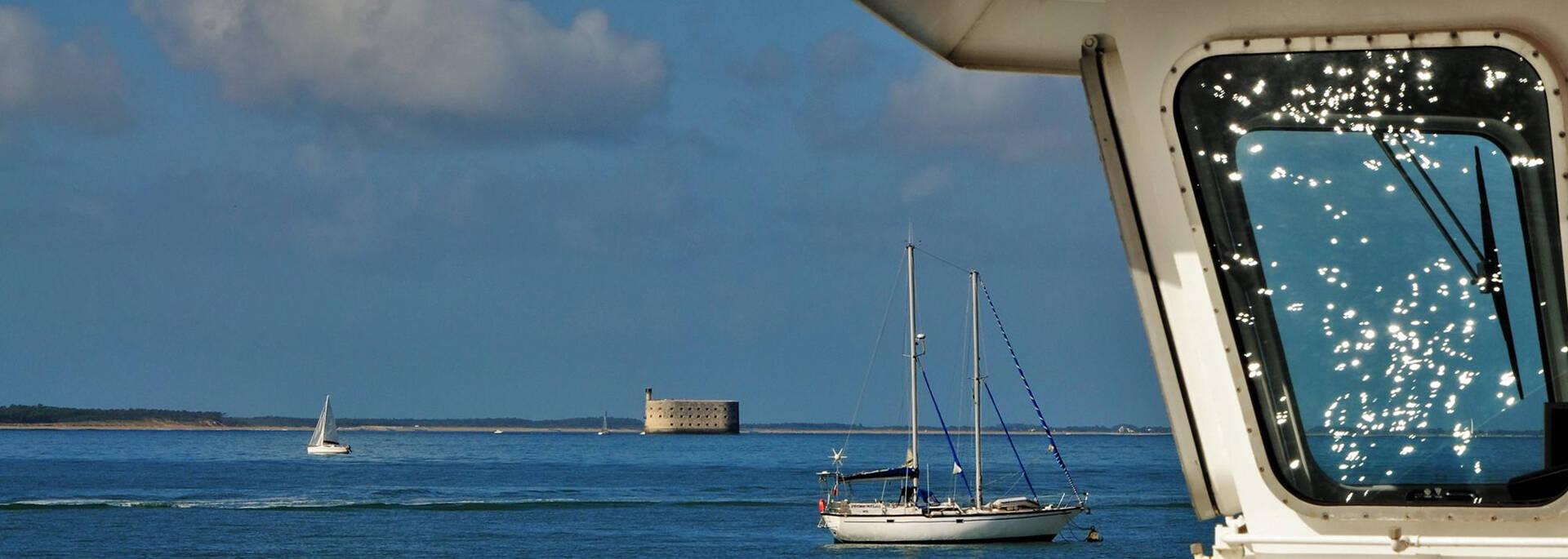 Profitez de la vue sur Fort Boyard pendant votre traversée en bateau entre Fouras et l'île d'Aix - © Christelle Derand