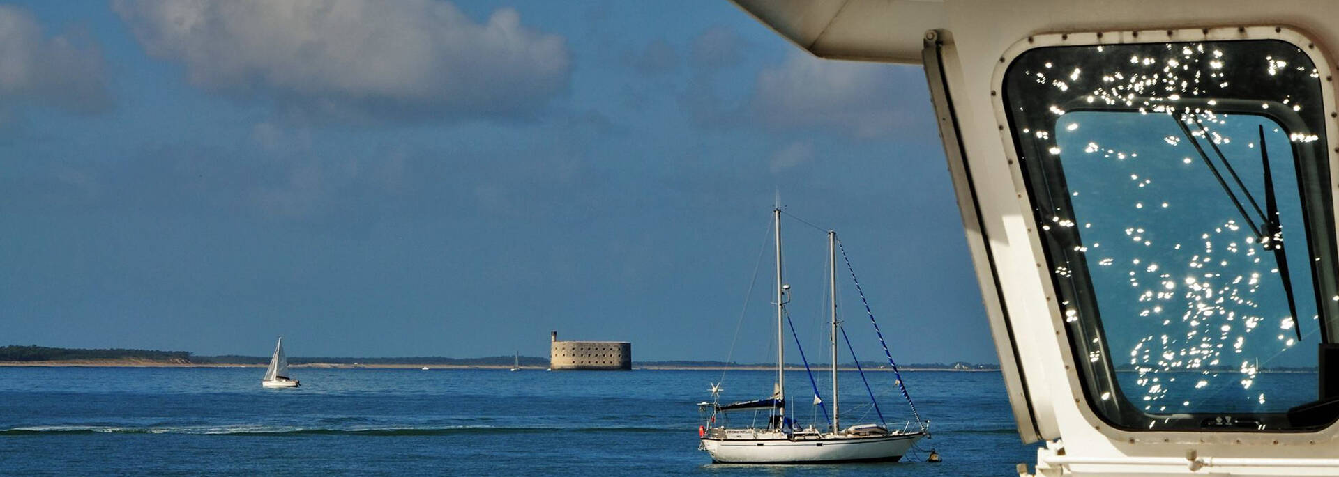 Cruise to Aix Island and appreciate the view on the Fort Boyard- © Christelle Derand