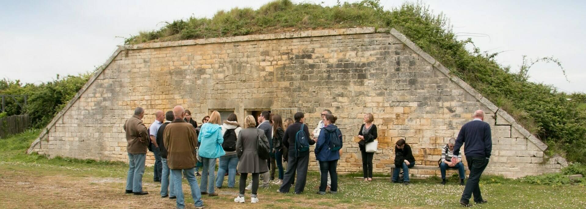 Rassemblement pour le commentaire de la visite du fort de l'île Madame - © Office de tourisme Rochefort Océan