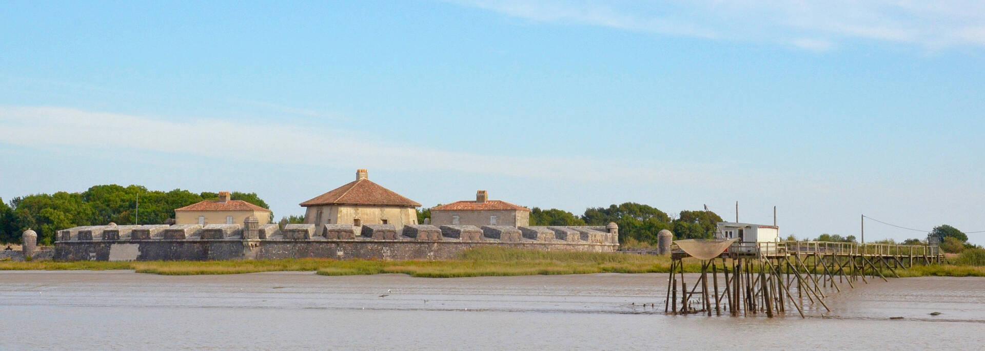 Fort Lupin et carrelet, côté fleuve Charente - © Samuel Courtois