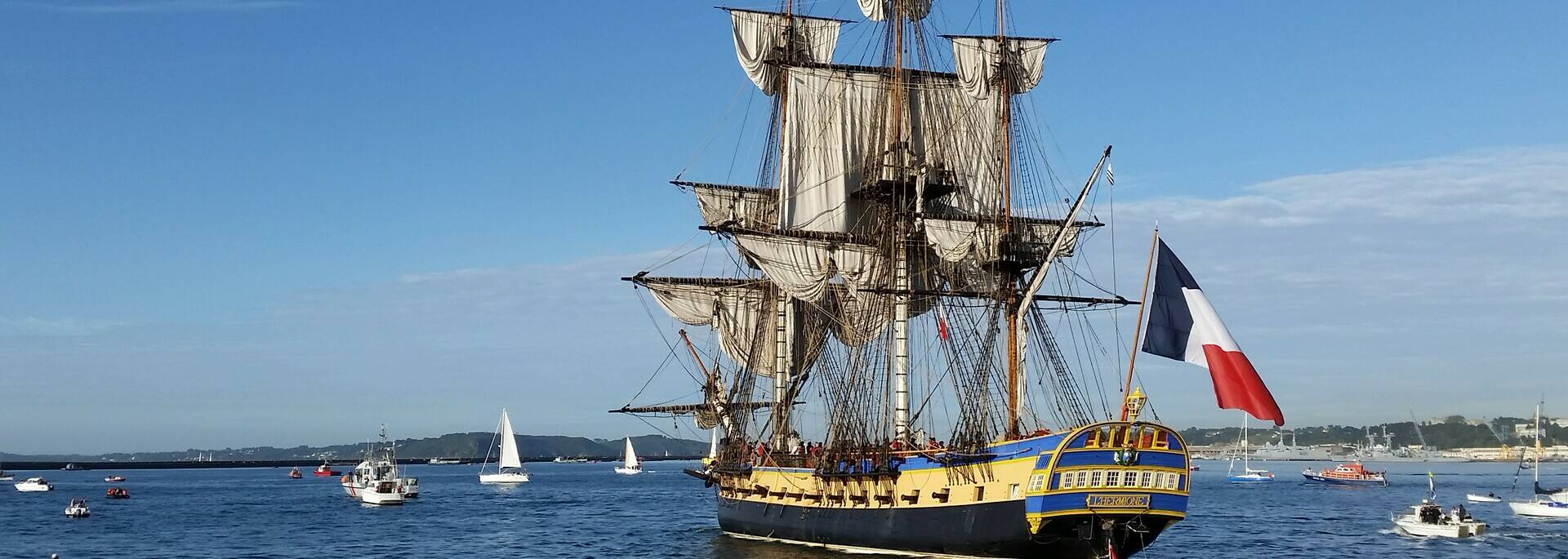 The frigate Hermione leaving for Brittany in 2016 - © Office de tourisme Rochefort Océan