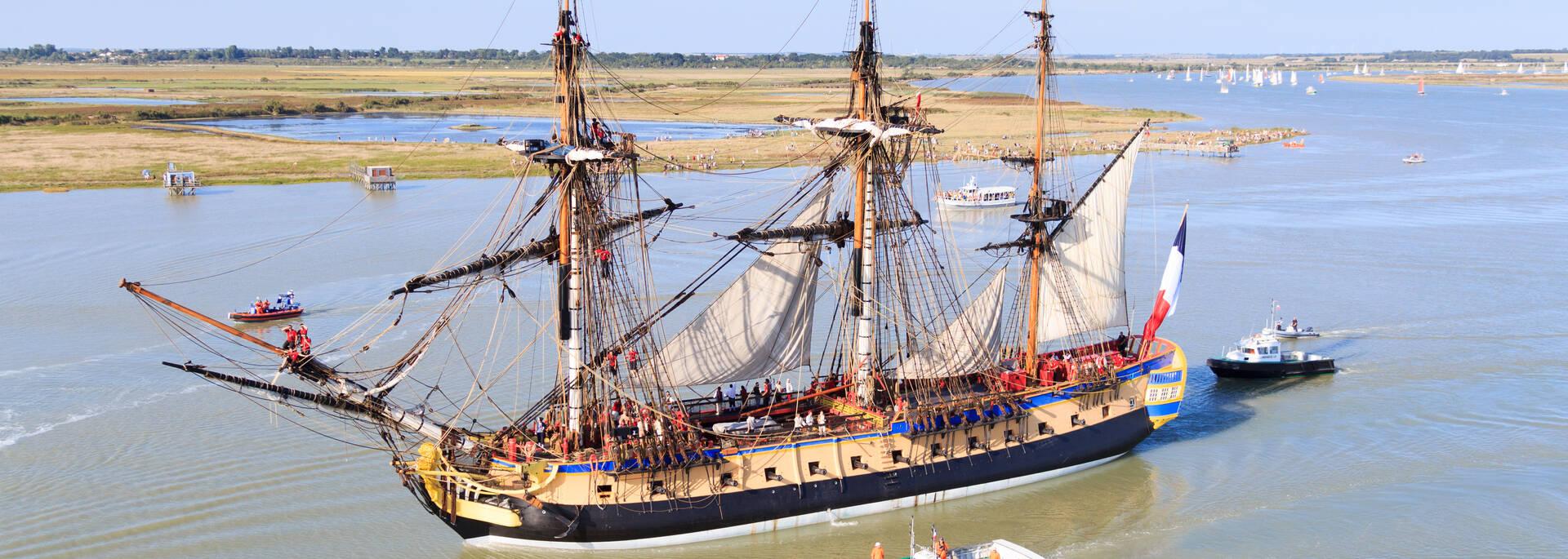 The frigate Hermione on the Charente river - © David Compain - Ville de Rochefort