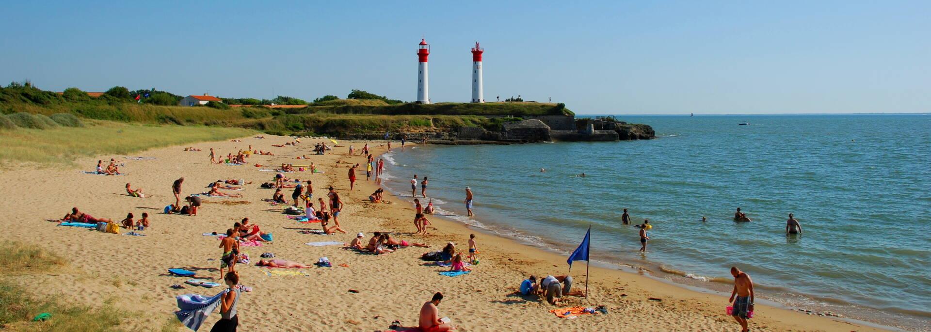 Baignade à la plage de l'anse de La Croix à l'île d'Aix - © Rodrigue Roux