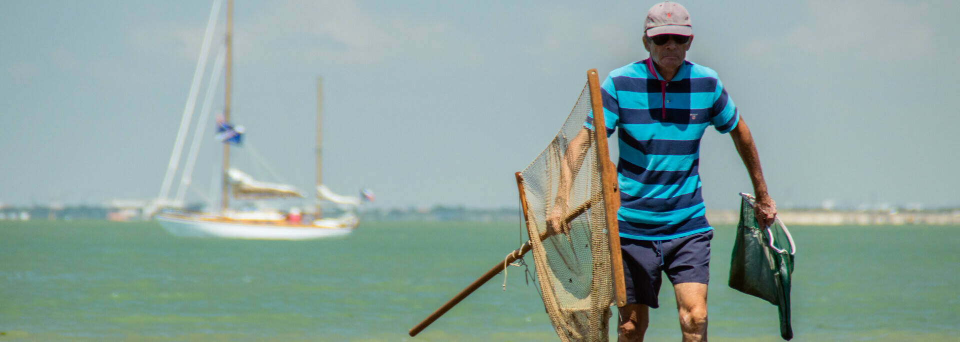 Fishing on foot on Madame Island- © Laurent Pétillon