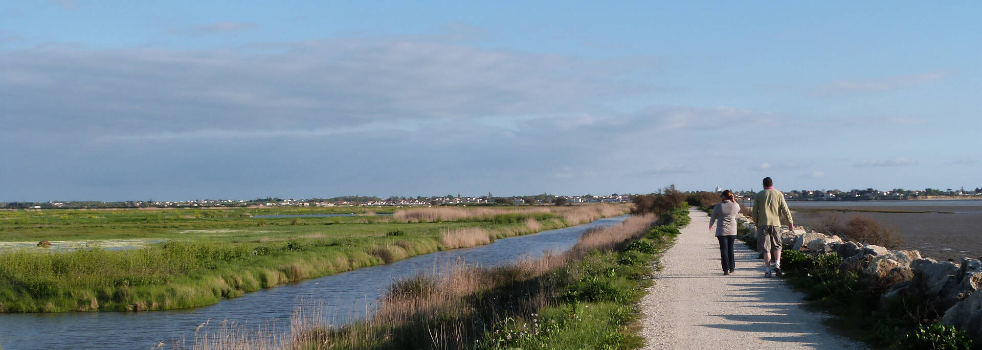 Trails along the channels of the marshes - © Office de tourisme Rochefort Océan