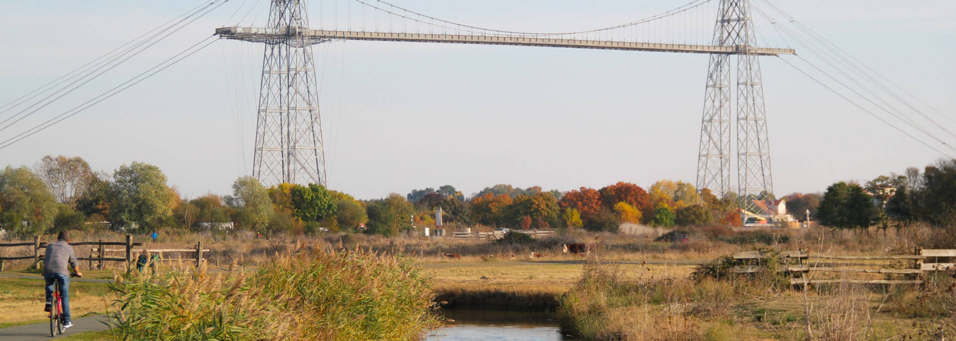 Walks in the marshes next to the Charente river and the Transporter Bridge - © Office de tourisme Rochefort Océan