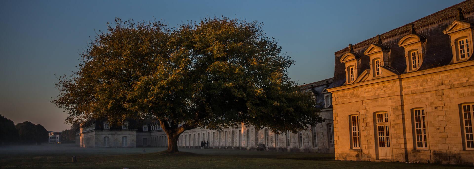 Lever de soleil sur la Corderie Royale à Rochefort - © Images & Emotion
