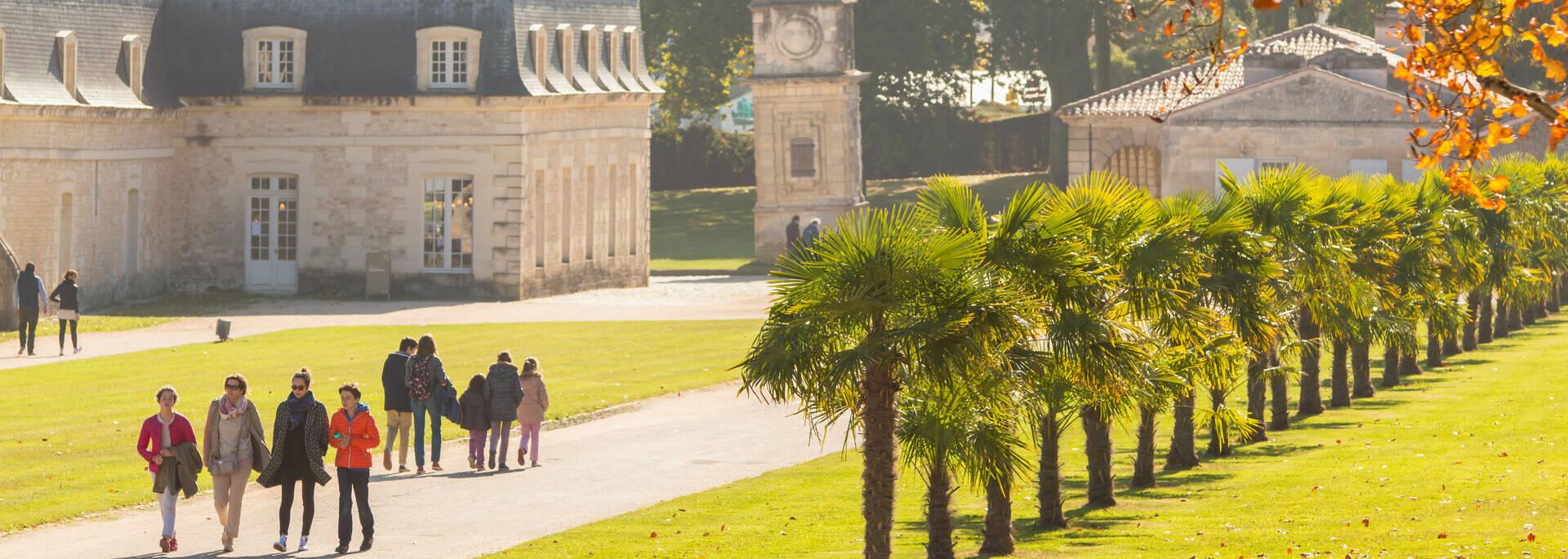 Promenade le long des jardins de l'arsenal à Rochefort - © Laurent Pétillon