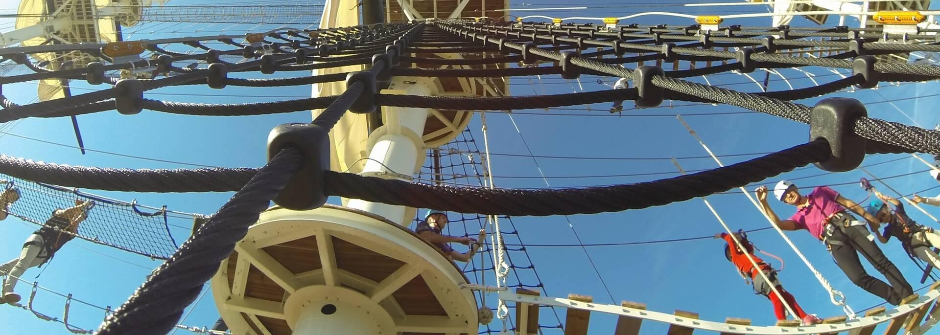 Venez tester l'Accro-Mâts au coeur de l'arsenal maritime de Rochefort - © Petibowom